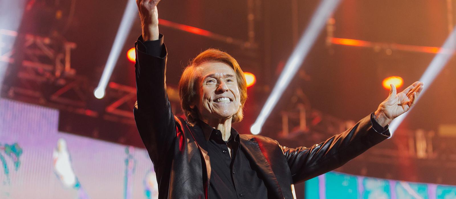 Raphael retoma la exitosa gira 'Loco Por Cantar' en España