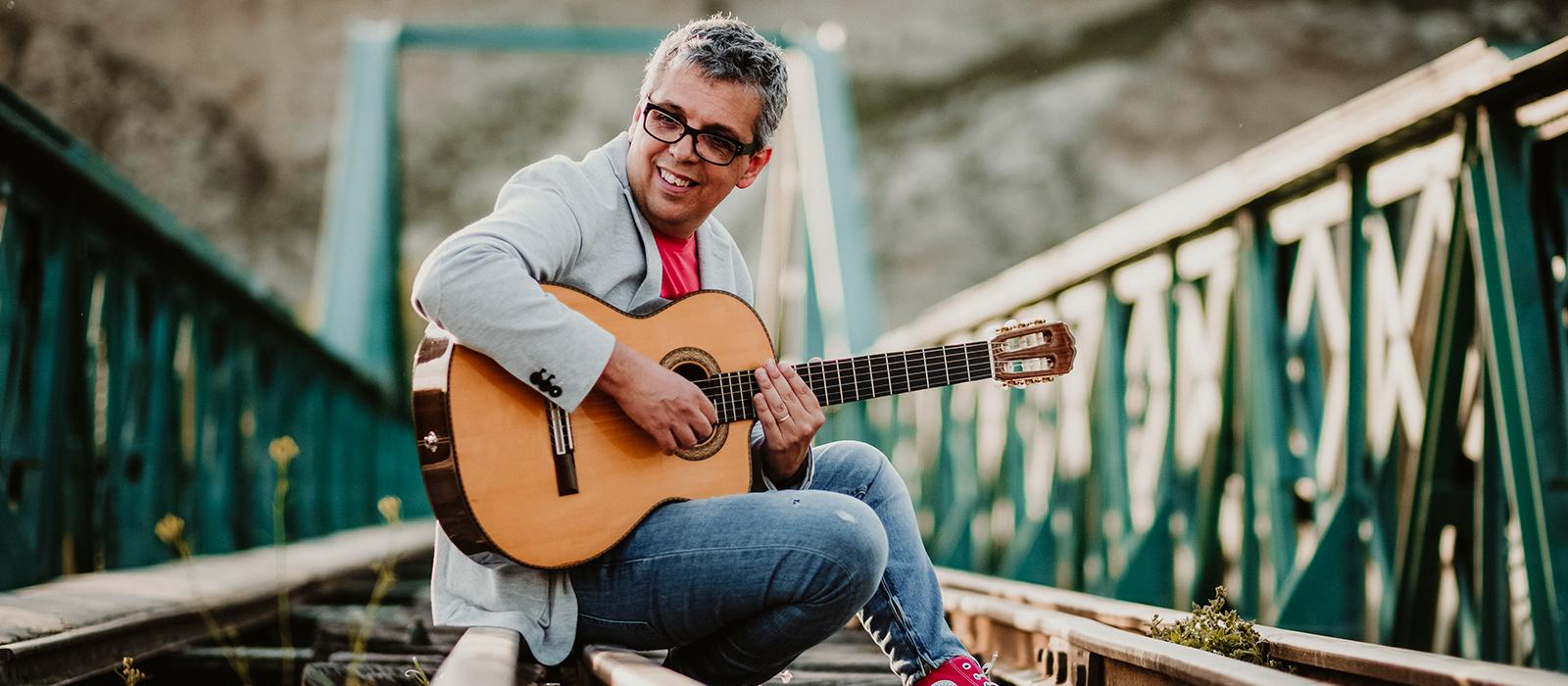Pedro Guerra anuncia la publicación de una nueva edición de 'Golosinas' en septiembre