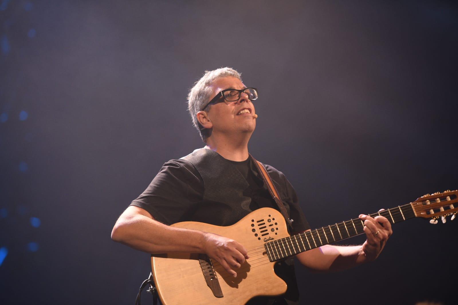 """Pedro Guerra """"contamina"""" de nuevo al público con la gira 'Golosinas 2018'"""