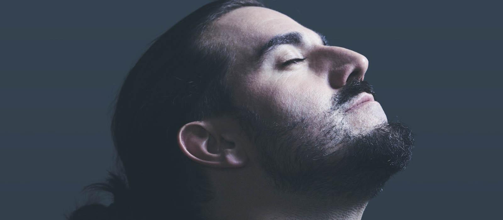 Andrés Suárez anuncia el lanzamiento de 'A través de los ojos', la canción banda sonora de su nuevo libro