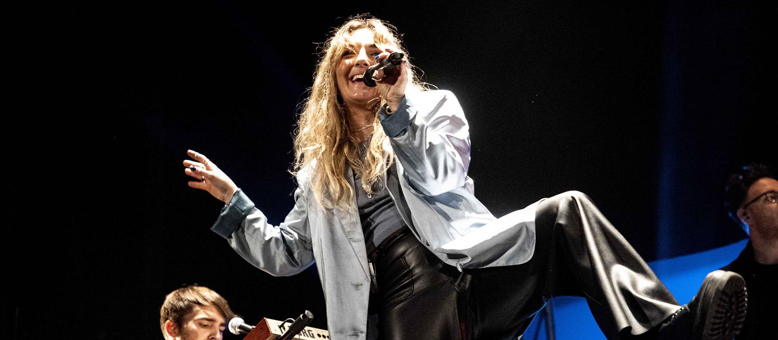 La joven cantautora revelación Paula Mattheus presentará su primer EP 'Veintitantas primaveras' en directo este otoño